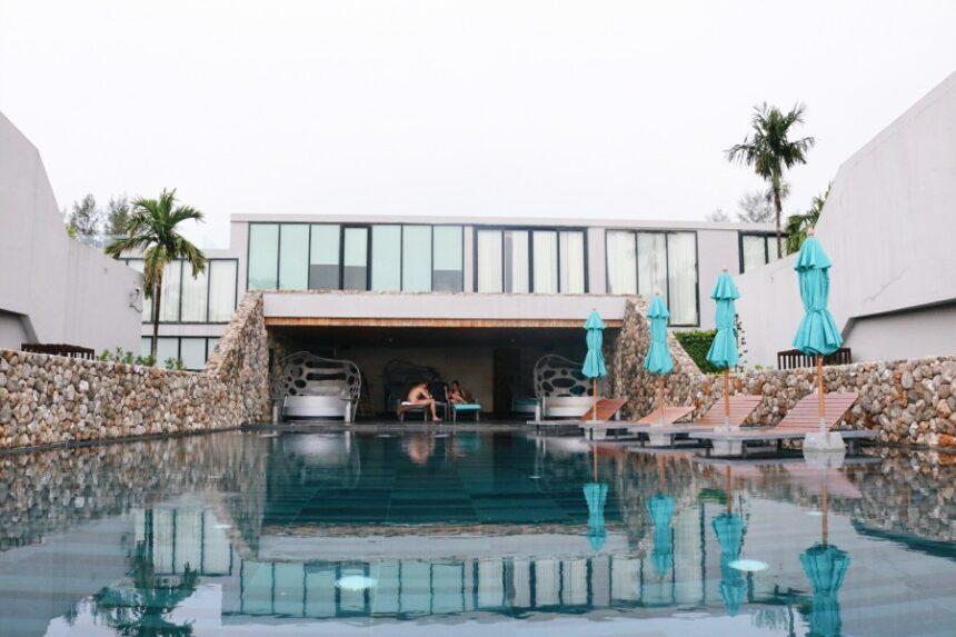 ชีวิตช้าๆ ที่ ' Casa de La Flora ' พูลวิลล่าติดหาด เขาหลัก จ.พังงา