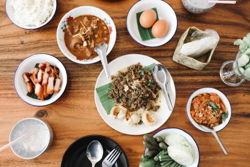 รีวิว ' เชียงใหม่ ' ที่ครบที่สุดในสามโลก EP.1 | 10 ร้านอาหารอร่อยในเมืองเชียงใหม่