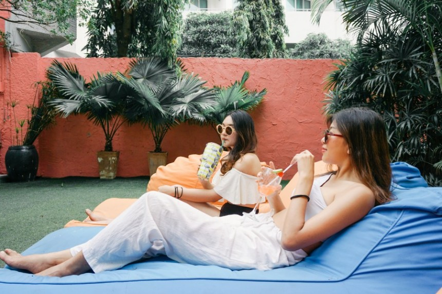 เปลี่ยนรีสอร์ทสีสวยให้เป็นสตูดิโอถ่ายรูปที่ ' Sandalay Resort Pattaya '