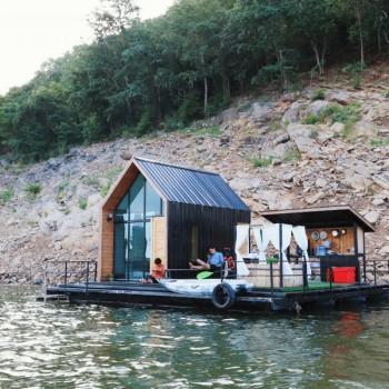 หนีความวุ่นวาย ไปพักแพส่วนตัวที่ Leisure Raft จ.กาญจนบุรี